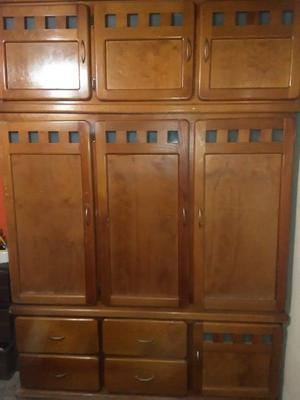 Closet de madera seminuevo
