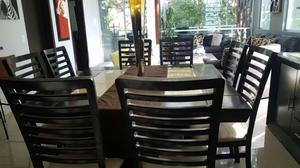 Comedor de 8 sillas y credenza con marmol, excelentes