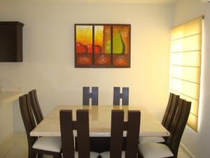 Comedor en marmol con 8 sillas color chocolate