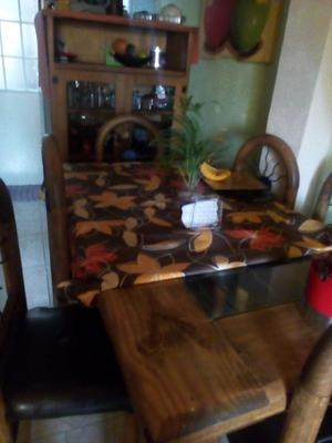 Comedor y vitrina rústica
