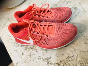 Tenis Nike usados talla 23.5 cms