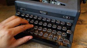 Máquina De Escribir Portátil Antigua Royal