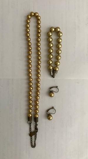 Juego Kissaka de Collar, Pulsera y Arete de Perlas