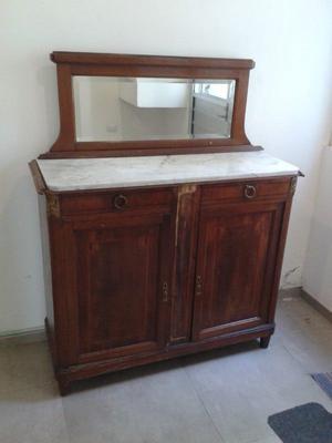 Mueble de madera francés con detalle