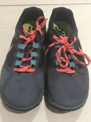 Tennis Nike Mujer neutral running/trail talla 5.5 US