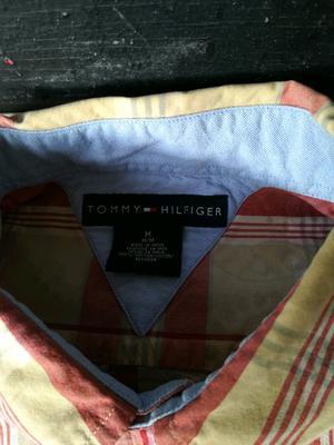 Camisas Tommy Hilfiger y levis originales.