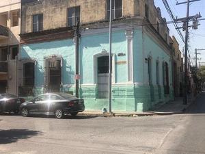 Casa en Centro con uso de suelo comercial $2,500,000 T.200
