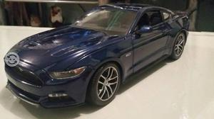 Ford Mustang GT a escala 1/18