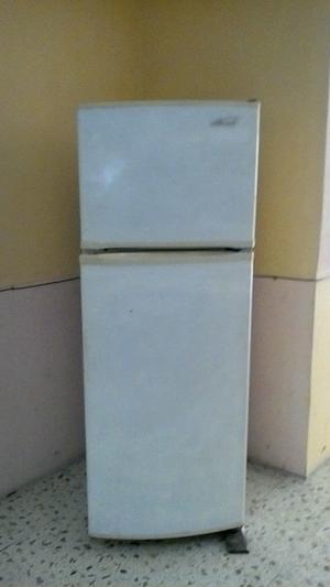 Vendo Refrigerador de 9 pies y de 2 puertas