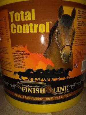 Suplemento Alimenticio Para Caballos Total Control 23.2 Lb.