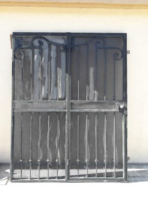 Puerta de Herrería y protección de ventana