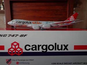 Avion Boeing 747-8f De Cargolux Escala 1:200 Marca Jc Wings