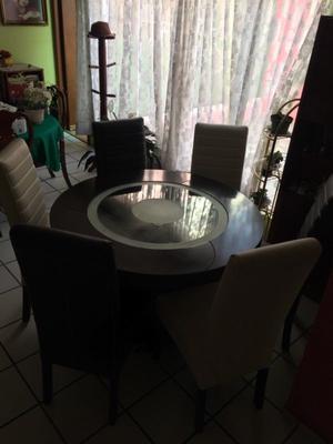 Comedor circular minimalista. Buenas condiciones