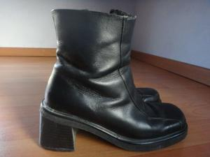 Botas de piel cortas