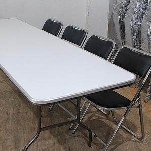 Venta de mesas y sillas para el hogar
