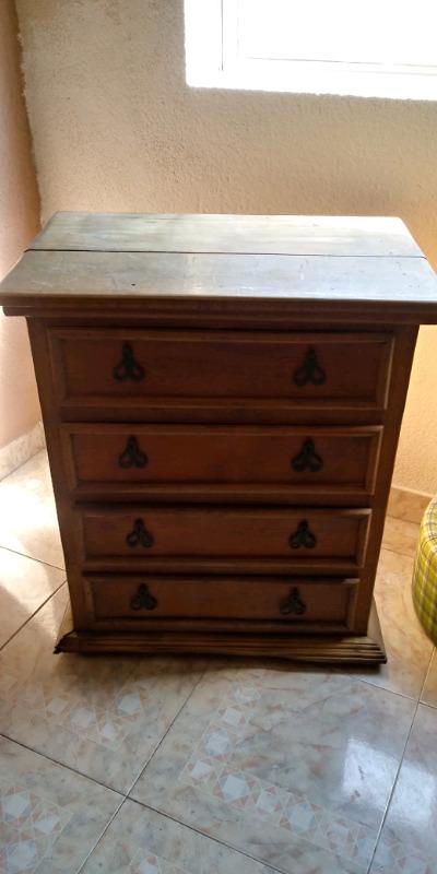 Mueble de madera con cajones usado