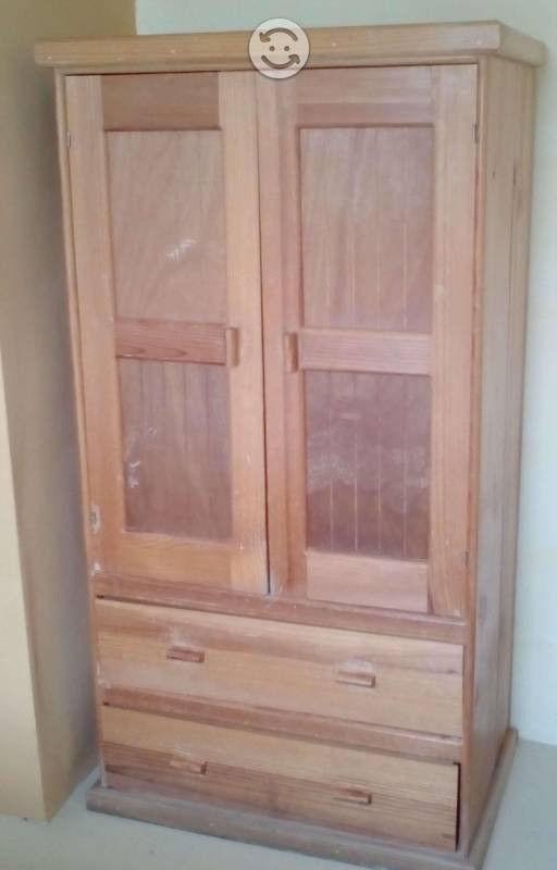 Ropero de madera (buen estado)