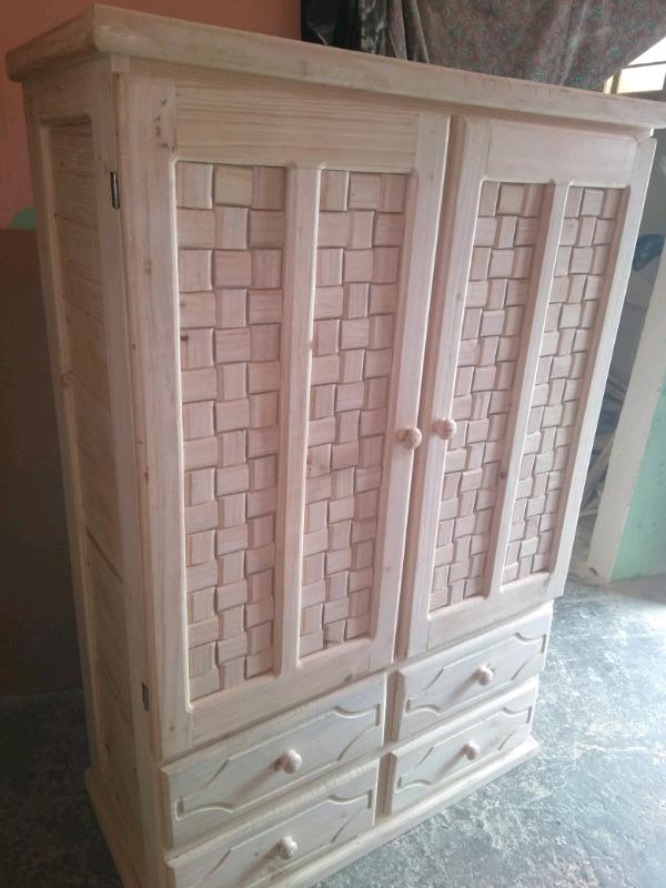 Ropero de madera de pino tres piezas de 240 daa posot class for Quien compra muebles usados