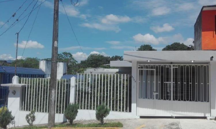 BONITA CASA DE UNA PLANTA EN PRIVADA Y SEMI-CENTRICA