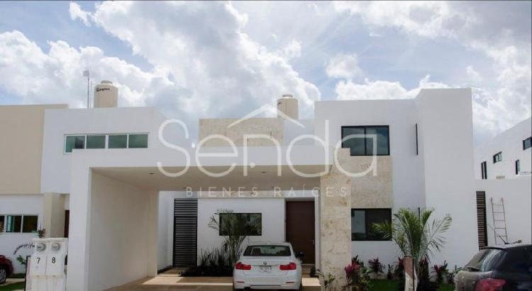 Casa con piscina en venta, en privada al norte de Mérida!