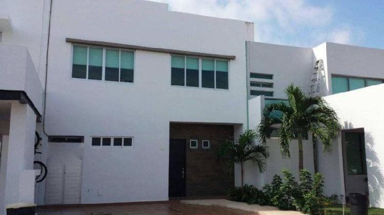 Casa en renta en Res. Palmaris by Cumbres 3 rec 2.5 baños