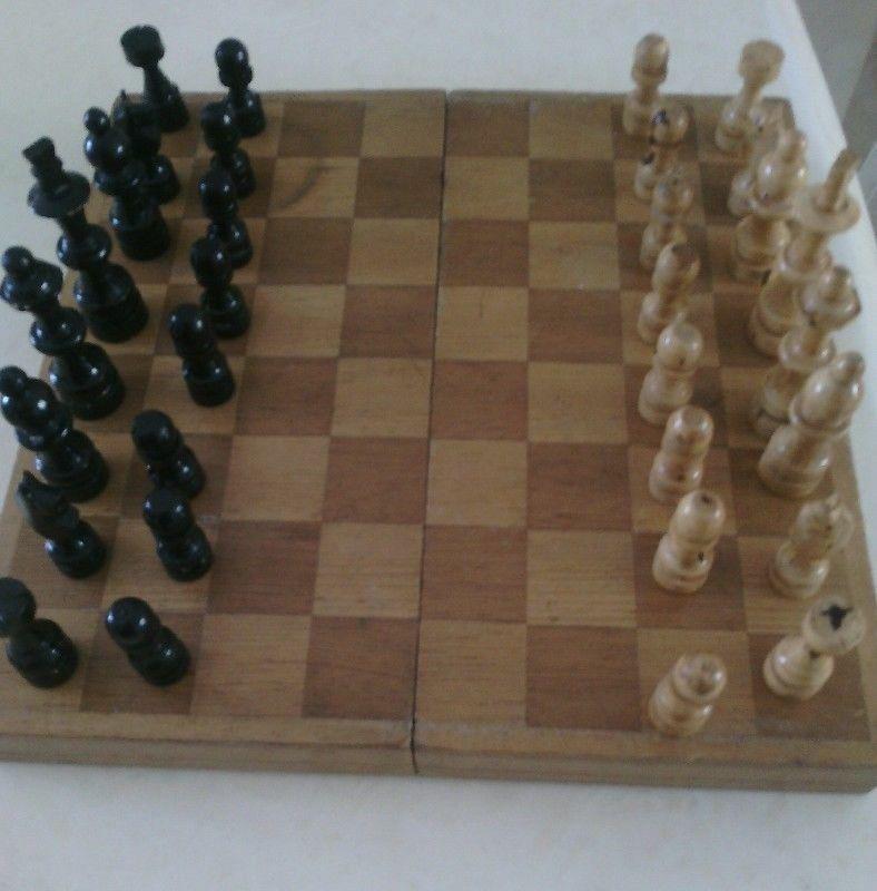 Juego de ajedrez de madera en $280 muy bueno y completo. Lo