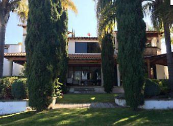 Venta casa en Villas del Mesón con hermosa vista al lago
