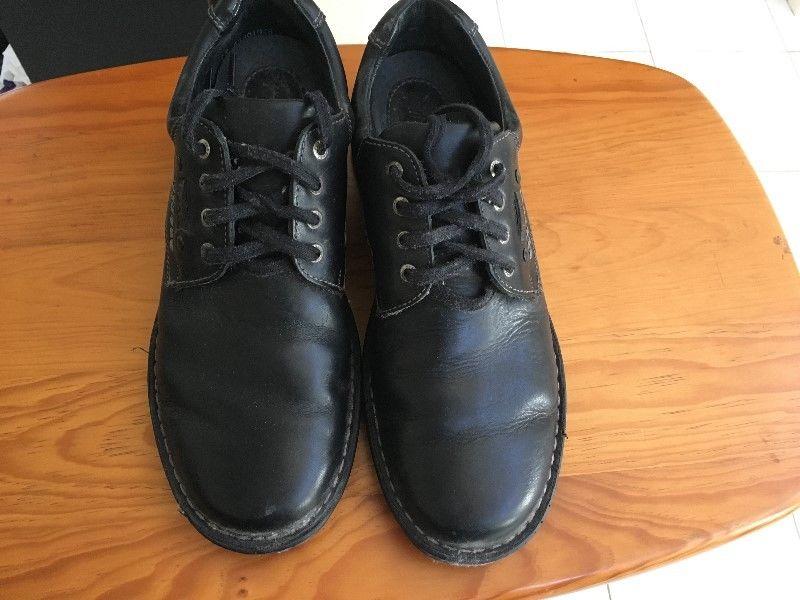 Zapatos, pantuflas, tenis usados