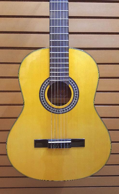 Guitarra clásica de ovangkol y palo de rosa con tapa de