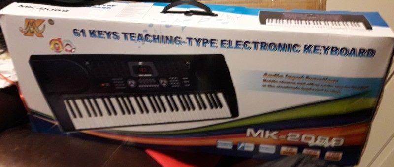 PIANO ORGANO ELECTRONICO NUEVO EN SU CAJA CON SU CONEXION Y