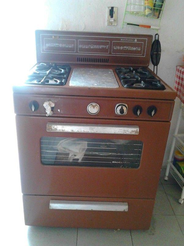 vendo estufa grande con horno y asador