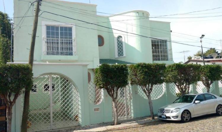 Amplísima casa de cuatro recámaras en Jurica