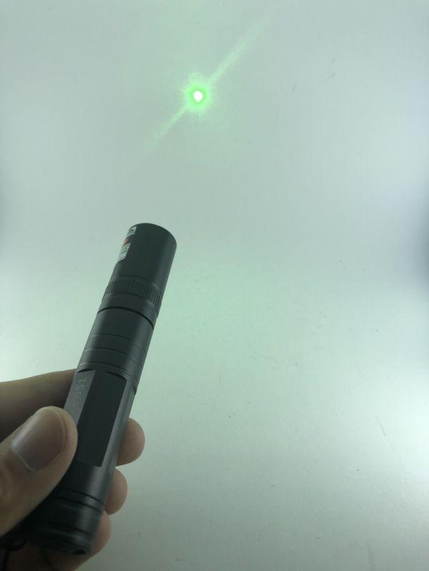 Apuntador láser color verde con figuras y batería