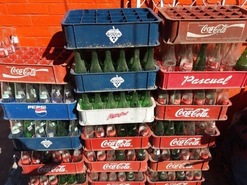 Envases vacíos con caja