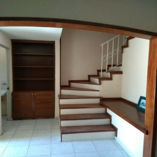 Rento preciosa casa amueblada de 3 recamaras ubicada en