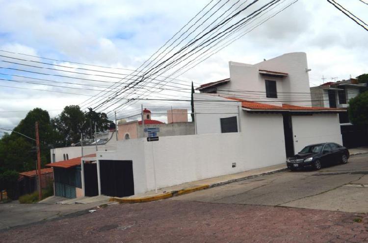 SUITE AMUEBLADA EN RENTA CON TODOS LOS SERVICIOS.