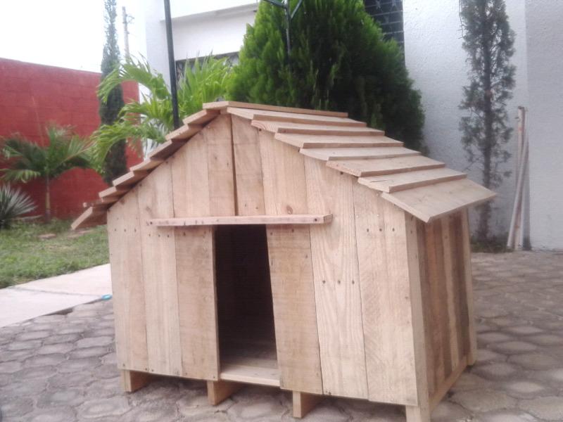 Casa de perro mediana barnizada 50 cm x 70cm x 90 cm de alto
