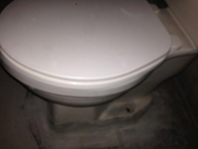 taza de baño usada en $650.- Ubicada en cololnia el colli
