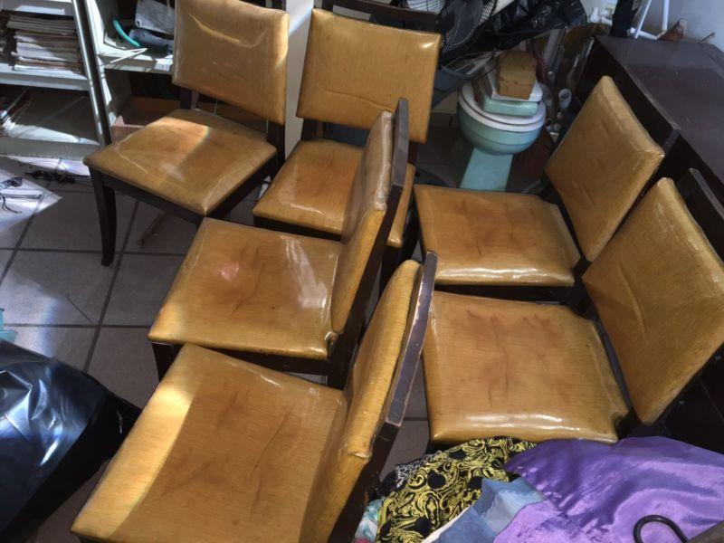 Juego de 6 sillas de madera muy cuidadas