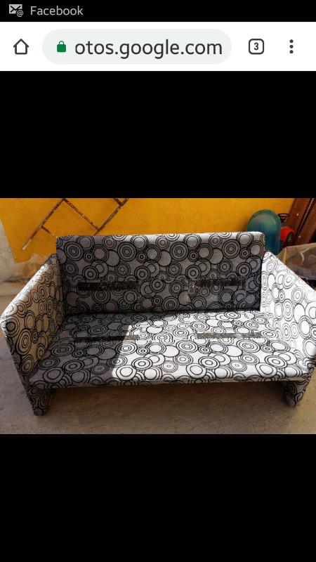 Sala tubular, sillón y banca