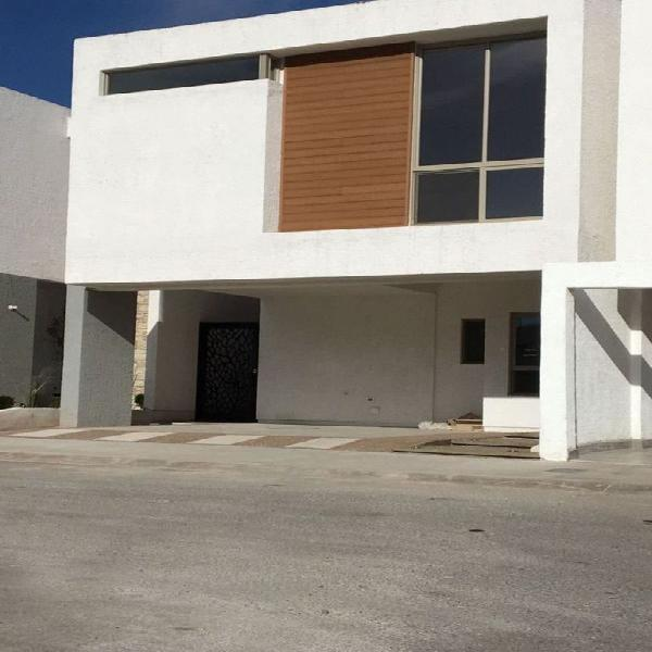 Se renta Casa en Encordadas del Valle en Chihuahua, Chih /