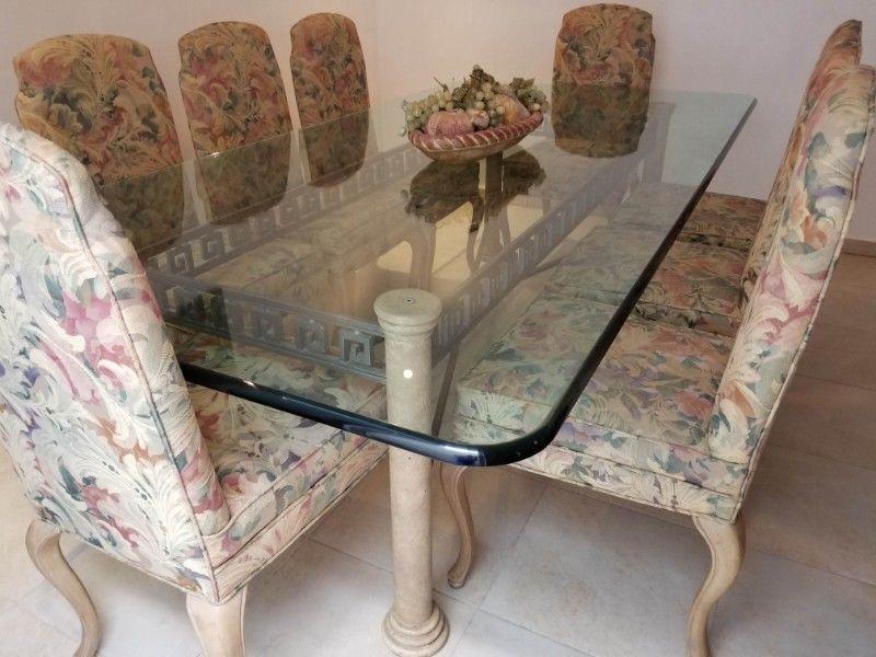 Comedor Cristal templado, base forja, 8 sillas madera