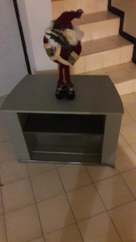 Mesa para tv contemporanea muy poco uso
