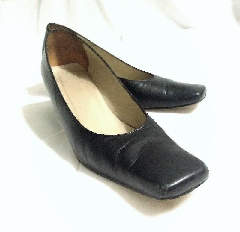 Zapatilla Calles color negro 6.0 excelente estado