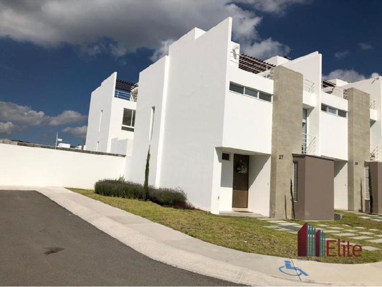 Casa Amueblada en Renta en Zakia, Zibatá, Querétaro