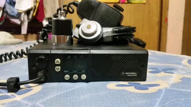 Radio de banda corta en un motorola radius gm300 con antena