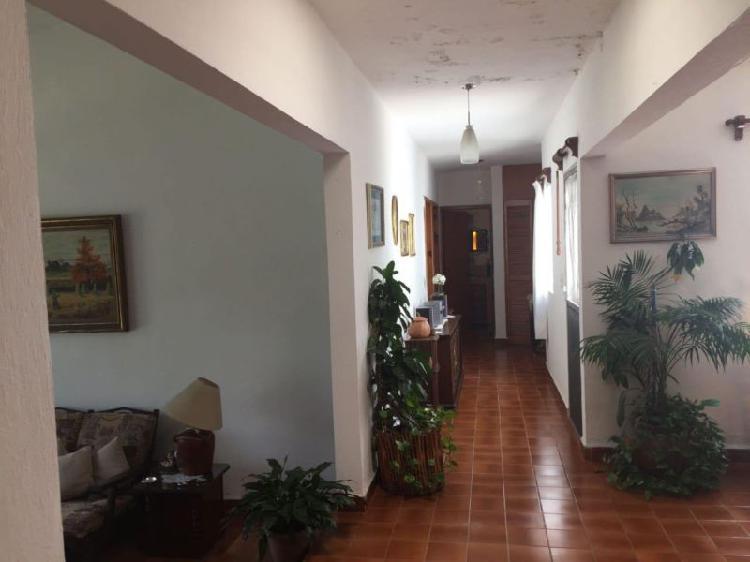 CASA EN VENTA, SOBRE AV PRINCIPAL, PALMIRA CUERNAVACA.