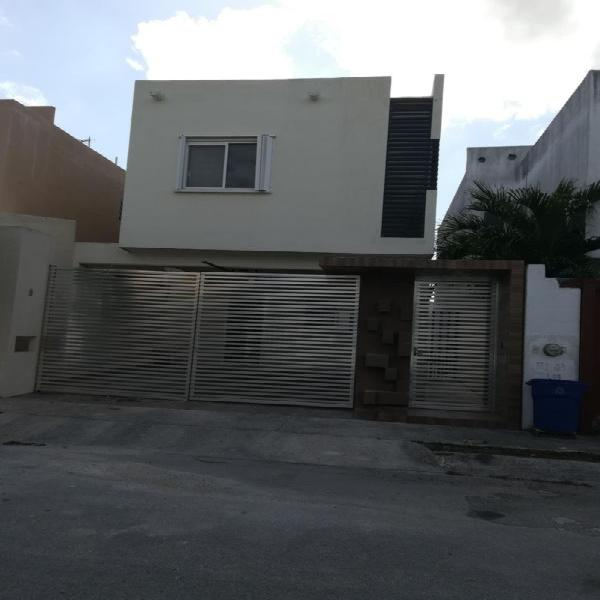 Casa en renta de 3 recamaras, area de TV, residencial