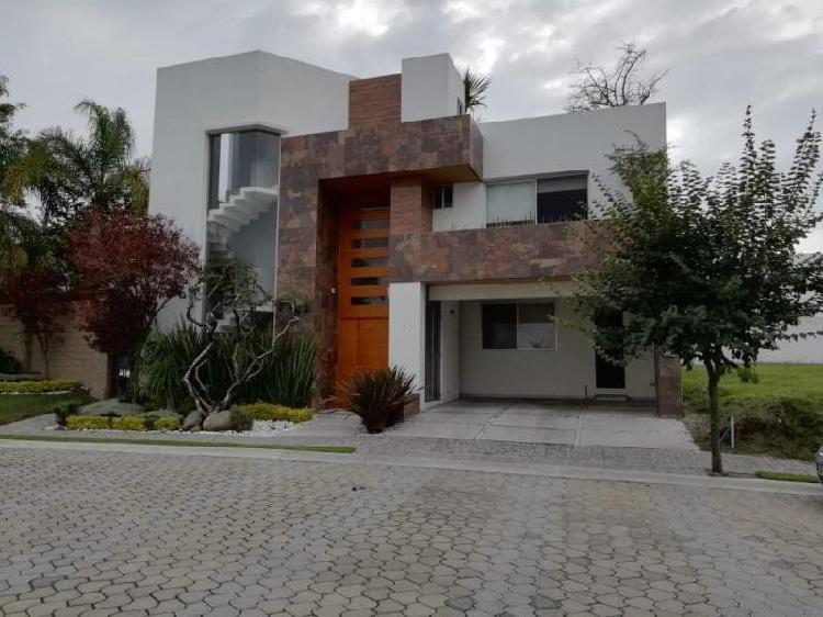 Espaciosa casa en venta en Lomas de Angelópolis