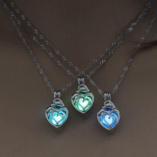 Collar Corazón Silueta Brilla En La Oscuridad Envió Gratis